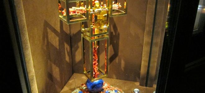 Инсталляция сальвадора дали «крест ангела»