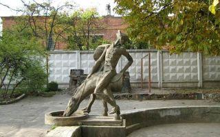 Описание памятника «мюнхгаузен» в хмельницком